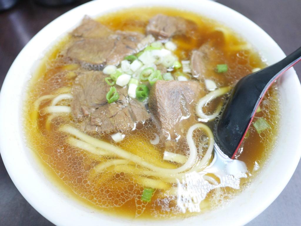 高雄の港園牛肉麺の牛肉麺