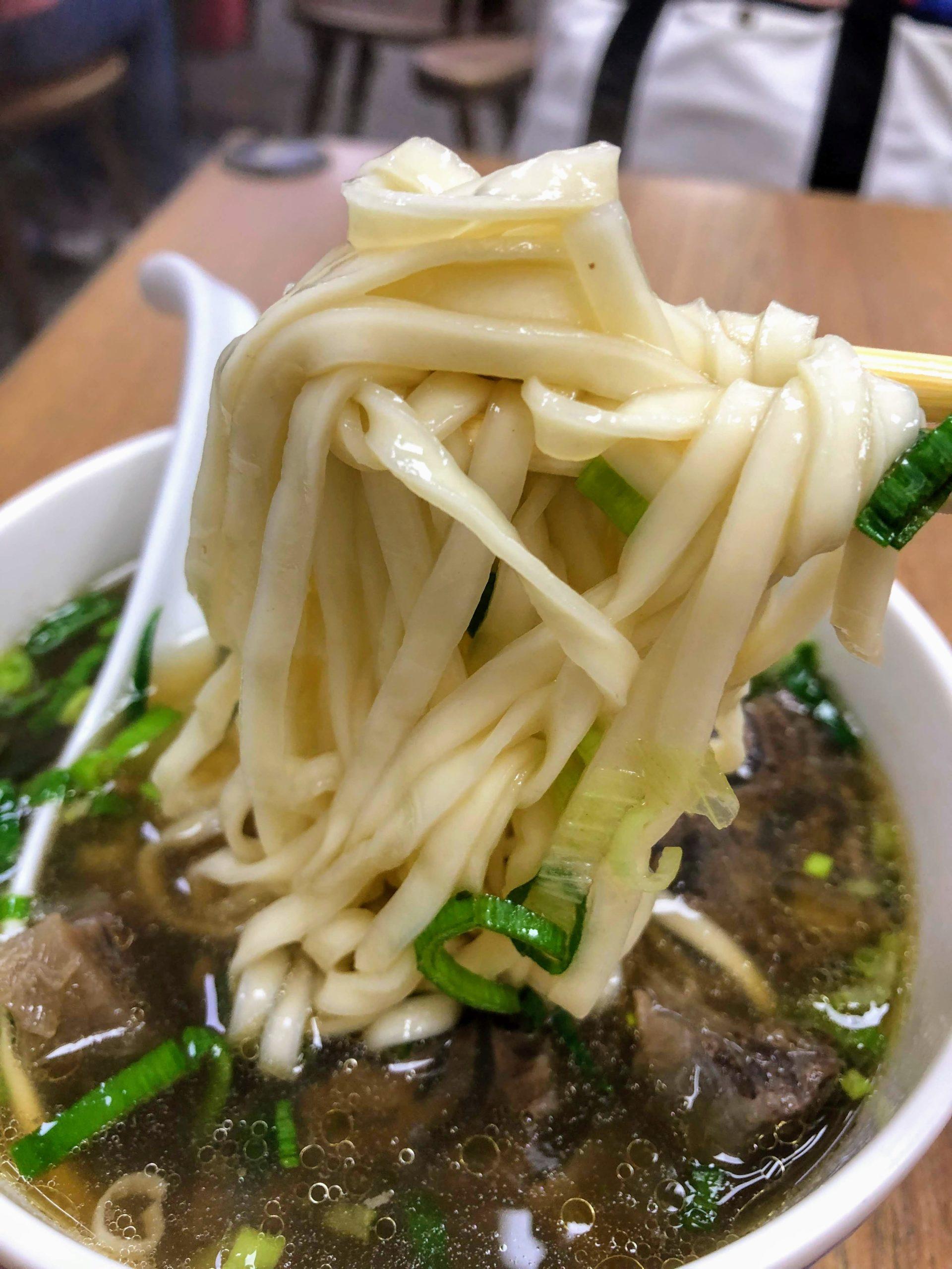 大庭牛肉麺の牛肉麺の麺