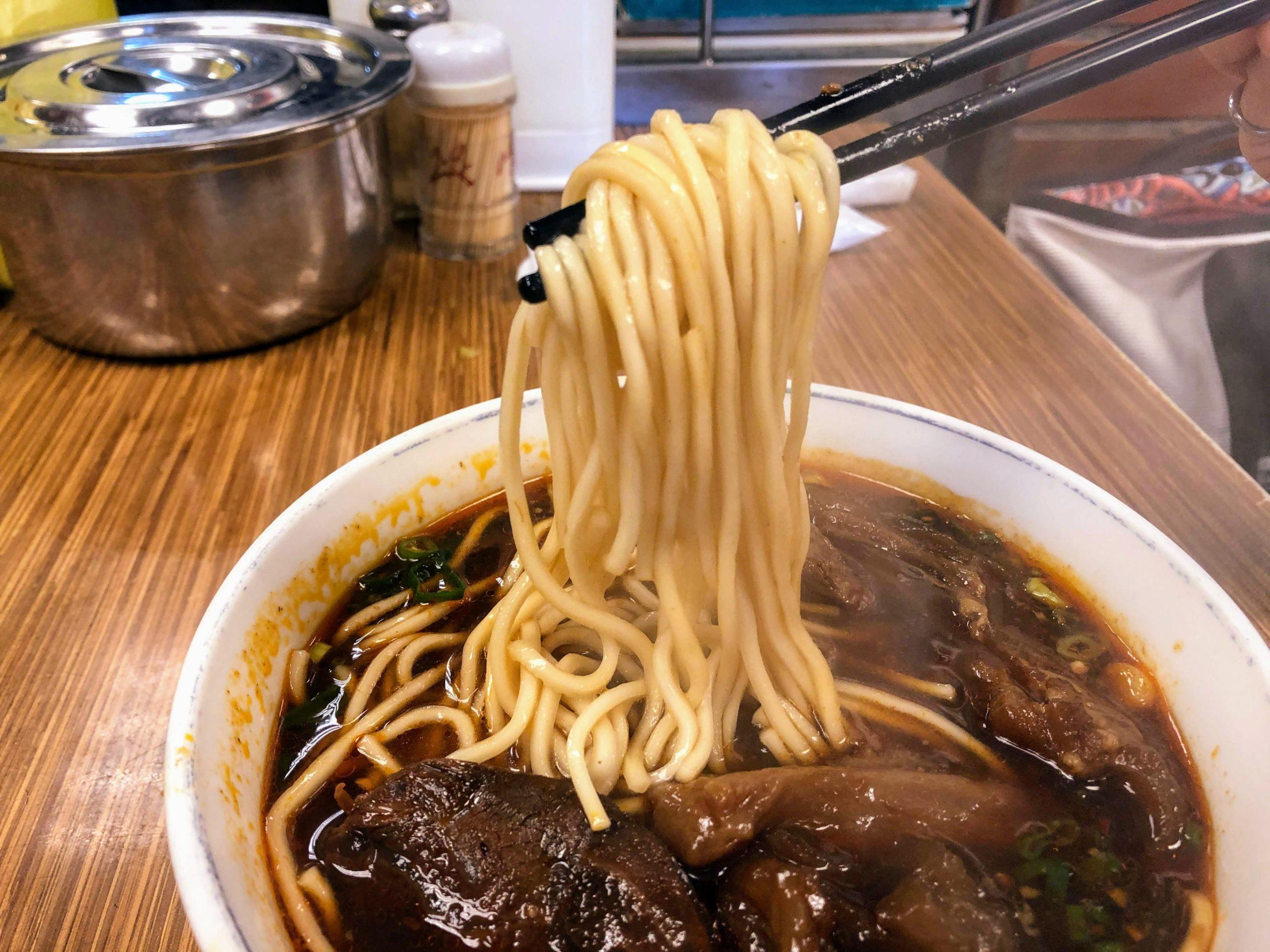 永康牛肉麺の牛肉麺の麺